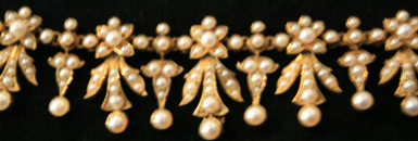 18 carat gold, natural pearls